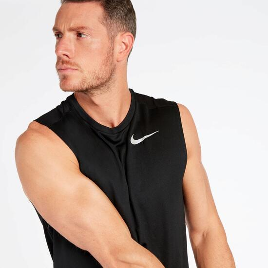 Camiseta Running Negra Nike Brthe